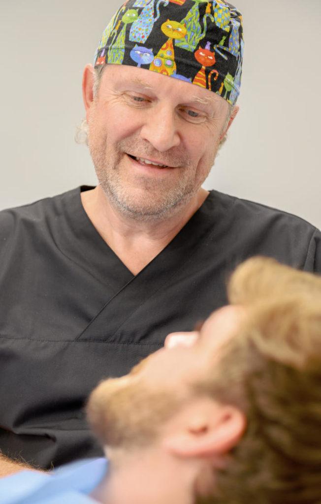 Chrirurgische Wurzelbehandlung Main